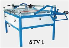 Screen printing table with the guided squeeze
